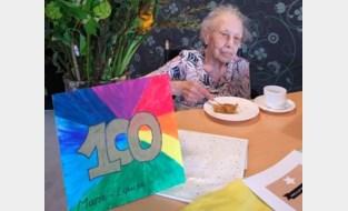 Toch een beetje feest voor honderdste verjaardag van Marie-Louise en Leontina