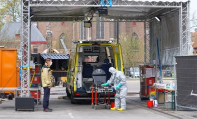 """Deze 'coronacarwash' reinigt elke dag twintig ambulances: """"Als het nodig is, verhogen we meteen de capaciteit"""""""