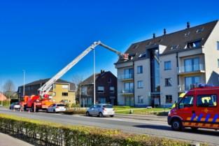 Brandweer ontzet zieke uit appartement