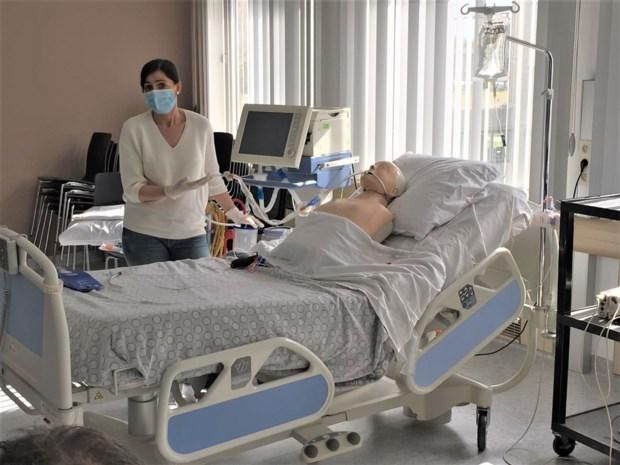 Docenten stomen met online les verpleegkundigen klaar voor intensieve zorg