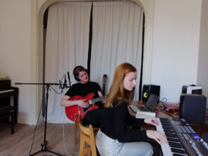 Liefdesbreuk in tijden van corona: Camille (25) en Laurens (24) lanceren kunstproject voor gebroken harten in isolatie