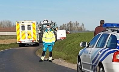 Wielertoerist komt om het leven na ongeval met tractor: kameraad ziet alles gebeuren