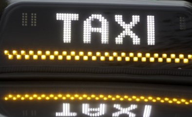 Dief (31) die taxi belt na diefstal: niet-essentiële verplaatsing