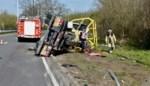 Treinverkeer onderbroken nadat vrachtwagen in Bornem tegen spoorwegbrug knalt