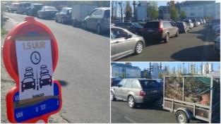 """Honderd wagens en anderhalf uur aanschuiven aan Gentse recyclageparken: """"Blijf in uw tuinkot!"""""""