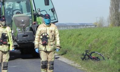 Wielertoerist (49) komt om het leven na ongeval met tractor: kameraad ziet alles gebeuren