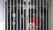 Taliban blazen onderhandelingen over gevangenenruil op