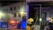 Zware brand legt feestzaal in de as: brandweer opnieuw gehinderd door fout geparkeerde wagens