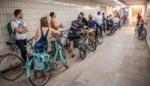 """Social distancing? In de fiets- en voetgangerstunnels doen ze er niet aan mee. """"Als dit blijft mislopen, komen er maatregelen"""