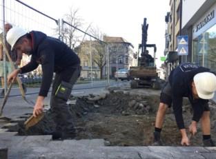 Archeologen graven naar restanten van middeleeuwse Kattestraatpoort