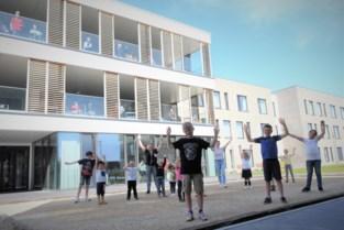 Kinderen basisschool zingen voor bewoners nieuw wzc