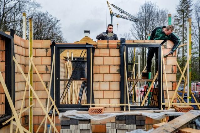 """Kwart bouwbedrijven wil bouwverlof """"herbekijken"""" om fors omzetverlies te beperken"""