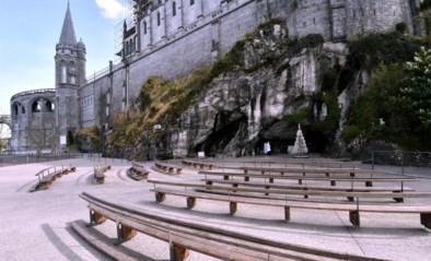 """Nooit eerder was het in de aanloop naar Pasen zo stil in Lourdes, """"maar als de gelovigen niet naar ons mogen komen, gaan wij naar hen"""""""