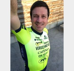 Drie leden van triatlonclub Lentriac in virtuele ironman