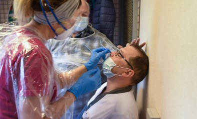 """Woon-zorgcentra kunnen massaal testen op corona en dat wordt een enorme operatie: """"Er zijn nu eenmaal limieten"""""""