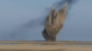 Vier bommen tot ontploffing gebracht op strand