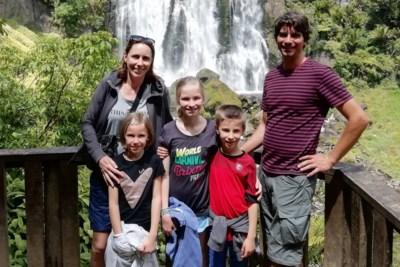 """Gezin met jonge kinderen mogelijk nog maanden vast in Nieuw-Zeeland: """"Zelfs die peperdure terugvlucht van 32.000 euro biedt geen zekerheid"""""""