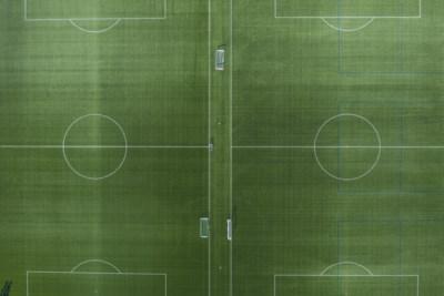 PV voor voetballers op afgesloten veld