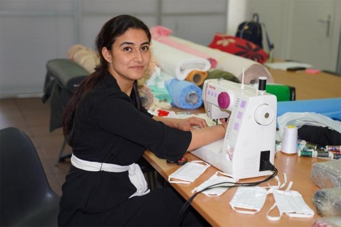 Vijftig Turks-Gentse vrouwen maken thuis maskers en schorten