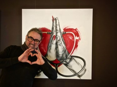 """Kunstenaar Frank steunt zoektocht naar vaccin voor corona met schilderij: """"En het originele werk schenk ik weg"""""""
