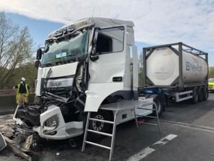 Vrachtwagen rijdt in op file: hinder op E17 richting Antwerpen