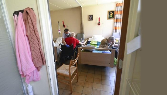 """Topman rusthuissector: """"De Vlaamse overheid is te laat in gang geschoten, het resultaat zien we vandaag"""""""