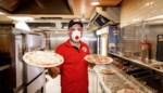 """Muhammed (40) heeft al meer dan 1.000 pizza's aan 'coronahelden' uitgedeeld: """"Waarom ik dit doe? Uit menselijkheid"""""""