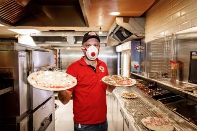 """Pizzeria heeft al meer dan 1.000 pizza's aan 'coronahelden' uitgedeeld: """"Waarom ik dit doe? Uit menselijkheid"""""""