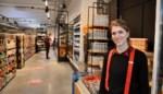 """Laura (26) opent nieuwe supermarkt in volle coronacrisis: """"Drukke eerste dag, zelfs zonder toeristen"""""""