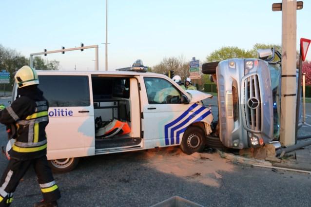 Politiecombi en bestelwagen botsten op kruispunt Mechelse Poort