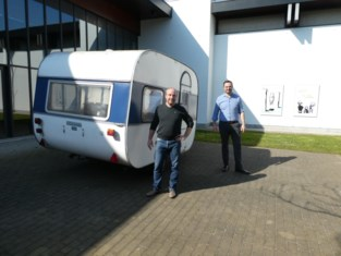 Adria-caravan kampeert voor mudel