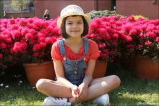 Juliette (7) gaat elke dag naar het woon-zorgcentrum met tekeningen en gedichten: