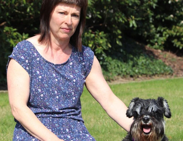 Wandelaar vindt vishaak verstopt in hondenlokaas