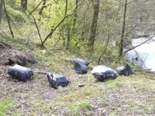 Wandelaars laten natuurgebied Steengelaag vol afval achter