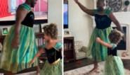 De strijd tegen de lockdown-verveling: vader en dochter spelen iconische scène uit 'Frozen' na