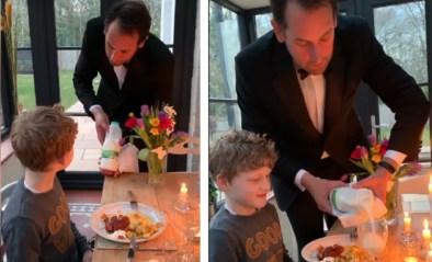 """Papa organiseert chic diner voor zijn kinderen tijdens lockdown: """"Wil u de melk voorproeven?"""""""