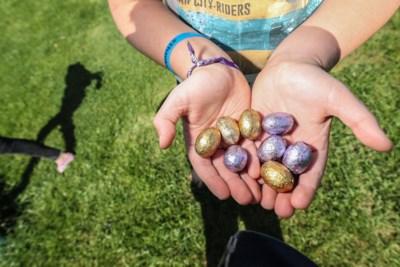 De paashaas heeft een essentieel beroep, maar mag hij ook langskomen in de tuin van de grootouders? Acht vragen over Pasen in coronatijd