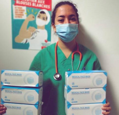Geneeskunde voor het Volk schenkt maskers aan rusthuis