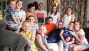 """Gezin met negen kinderen woont met palliatieve opa onder één dak: """"Als ik pakken toiletpapier neem, ben ik een hamsteraar"""""""