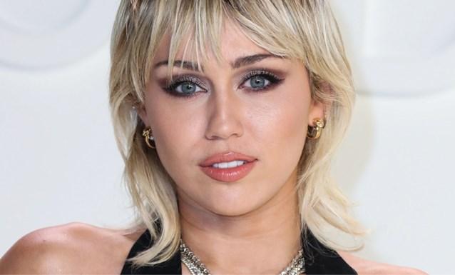 """Miley Cyrus knipt haar eigen froufrou: """"Gelukkig moet ik niemand zien"""""""