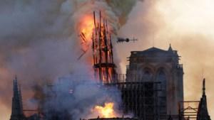 Eerste kerkdienst na de brand in de Notre-Dame: zal de bultenaar ooit nog rechtop staan?