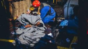 Migranten van reddingsschip Alan Kurdi naar quarantaineschip gebracht