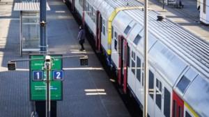 Geen treinen tussen Halle en 's-Gravenbrakel na ontsporing werktrein