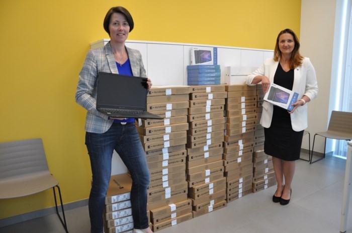 Stad steunt scholen met ICT-materiaal