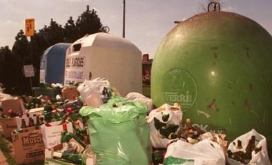 Ecowerf roept op: zet flessen niet voor volle glasbakken maar breng ze naar containerpark
