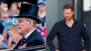ROYALS. Queen woont na twee jaar weer samen met haar man Philip, zo kennen we prins Harry niet