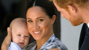 """Prins Harry vertelt over het nieuwe leven met vrouw en kind: """"Lachend over de grond rollen"""""""