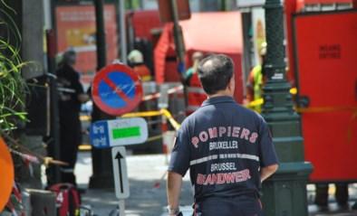 Agenten redden oudere bewoonster uit brandende kamer