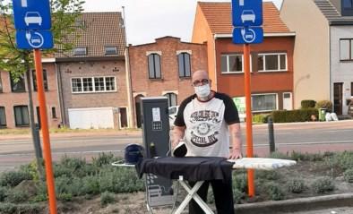 Wijnegemnaar gebruikt stroom van elektrische laadpaal om hemden te strijken