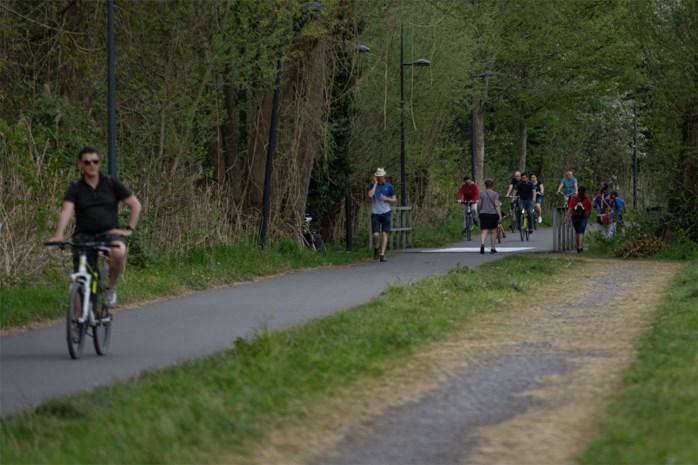 De ongeschreven regels bij het wandelen, joggen en fietsen: hoe haal je best in en wie moet er opzij gaan?